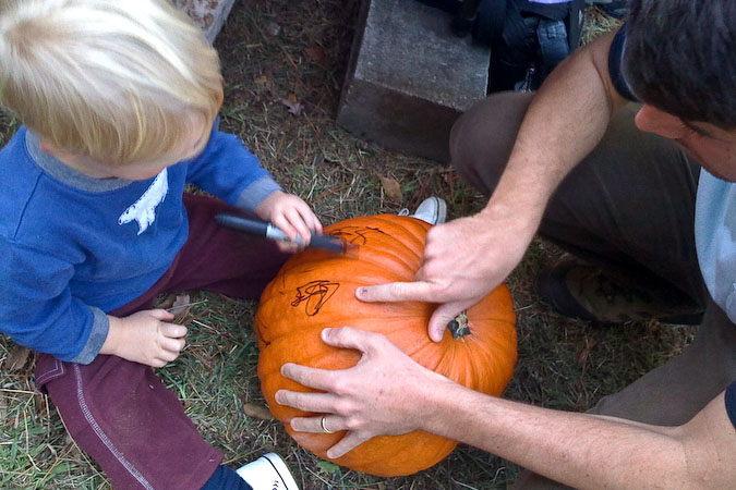 Drawing the jack-o-lantern\'s face